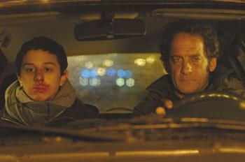 Firat Ayverdi y Vincent Lindon en una escena la película Welcome