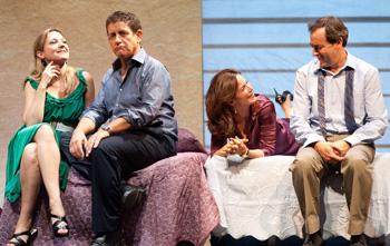 Pilar Castro, Pedro Casablanc, Aitana Sánchez Gijón y Jorge Bosch en una escena de la obra Babel