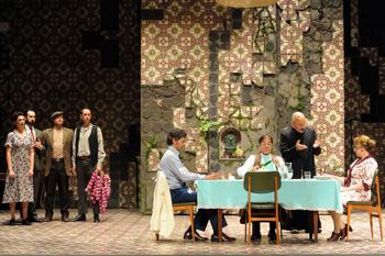 Una escena de la obra de teatro Doña Perfecta