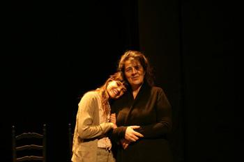 Raquel Mirón y Paloma Pérez Montoro en una escena de Maquis