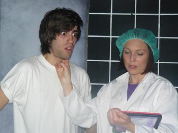 Martín Puñal y Verónica Larios en una escena de la micro-obra de teatro X Xn  X Y0