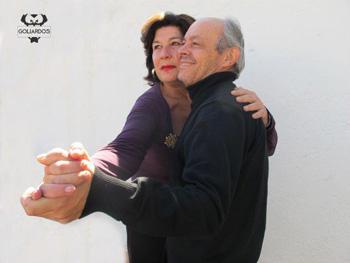 Gloria Villalba y Rafa Núñez ensayando una escena de la micro-obra de teatro Pase lo que pase