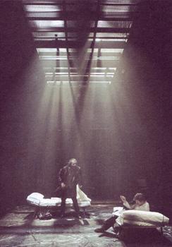 Alberto San Juan y Guillermo Toledo en una escena de El montaplatos