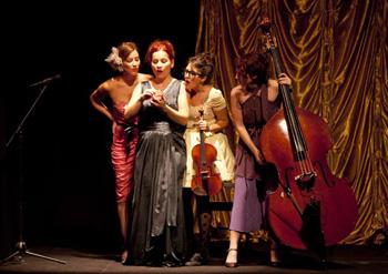 Ana Hernández, Irene Rouco, Maite Olmedilla y Lila Horovitz en una escena de la obra StradivariaS