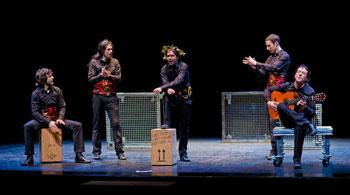 Daniel Rovalher «Boli», Álvaro Tato, Miguel Magdalena «Perilla de la Villa», Íñigo Echevarría y Juan Cañas en una escena de la obra Time al tiempo